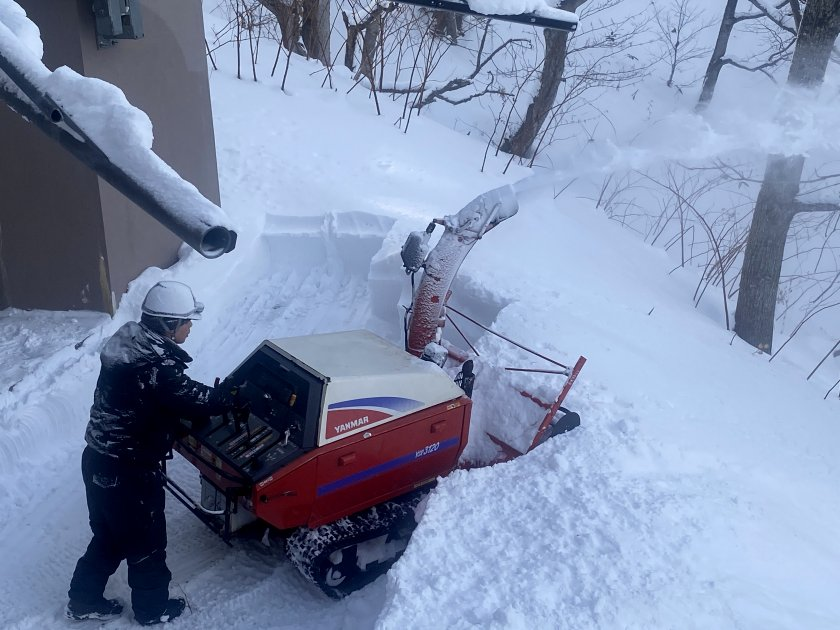 Snow-clearing at the intermediate level