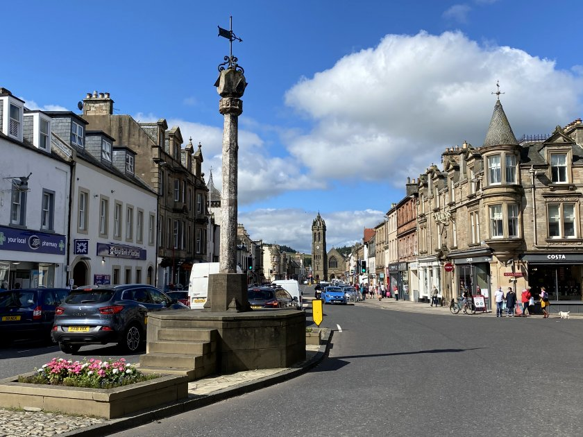 Dating from the 17th century, the Mercat Cross currently marks the meeting point of Eastgate and High St