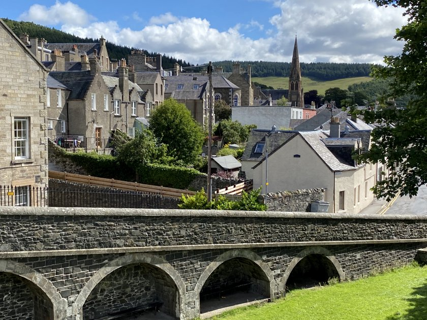 Peebles and the Port Brae, from the Tweed Bridge