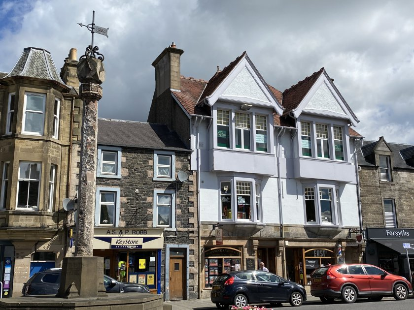 Mercat Cross and Eastgate shops