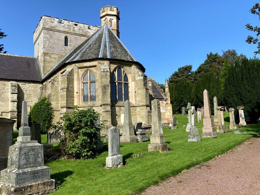 Biggar Kirk and graveyard