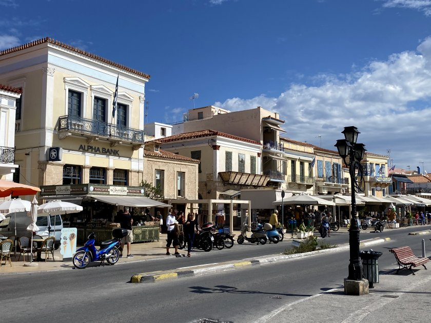 Main waterfront street