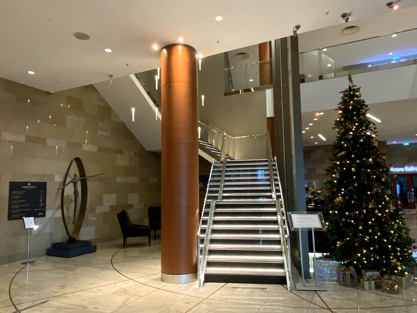 Lobby of the InterContinental O2