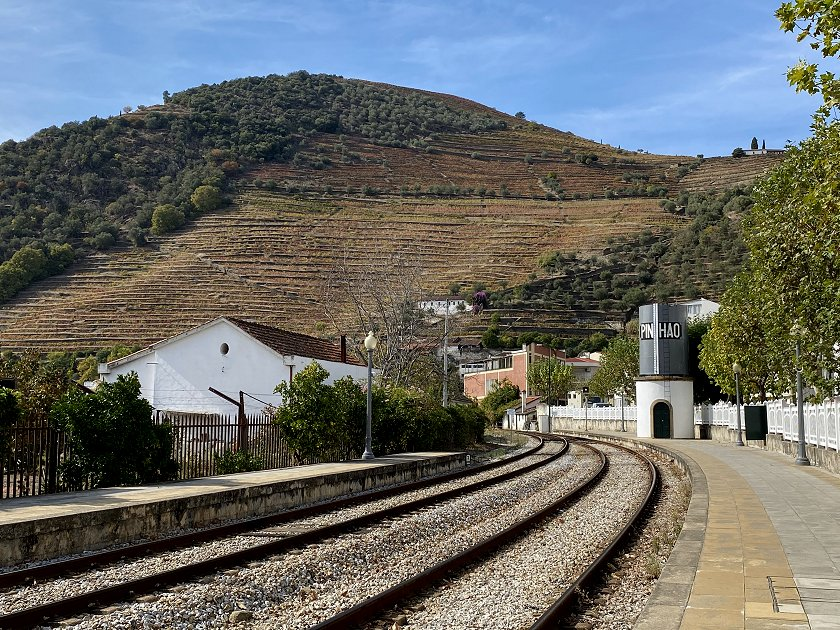 Station platforms at Pinhão