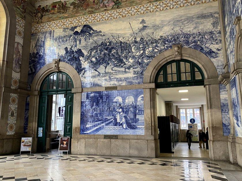 Booking hall of São Bento (St Benedict) station