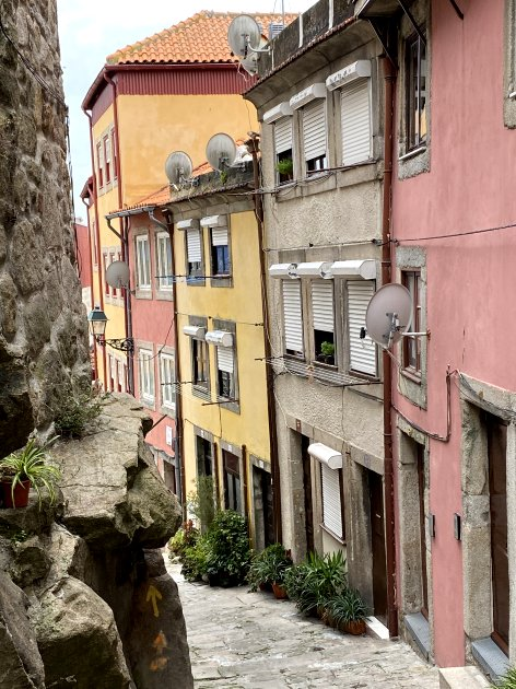 Narrow lanes lead down from the cathedral to Ribeira
