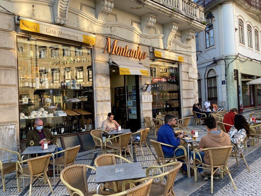 First stop after settling in was Café Montanha in Largo da Portagem