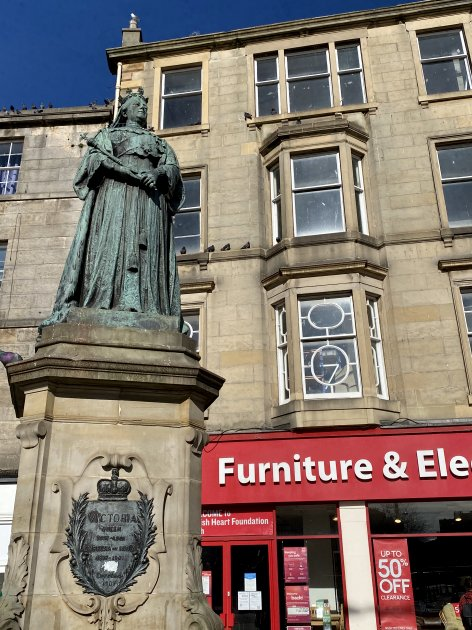 Queen Victoria statue at the foot of Leith Walk