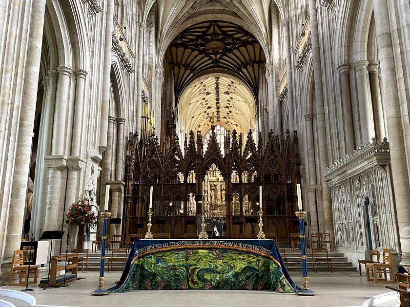 Nave altar and choir screen