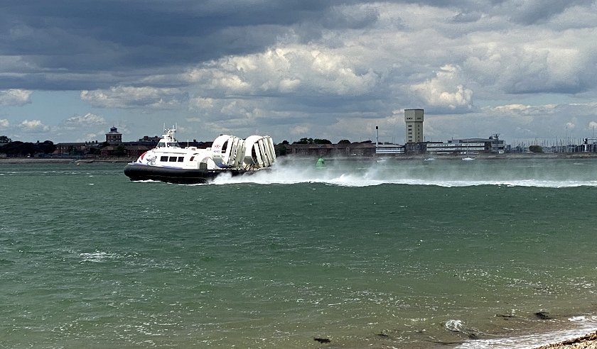 Hovercraft service to the Isle of Wight